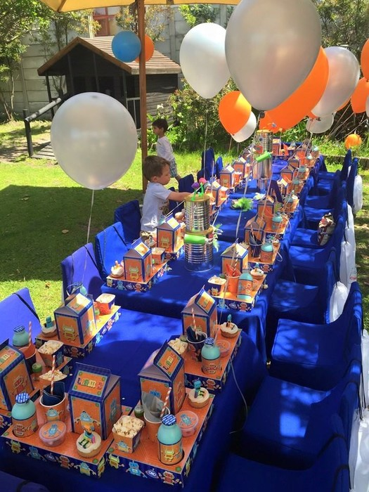 Kiddies Theme Parties offers complete Robots party packages so you don't have to worry about a thing