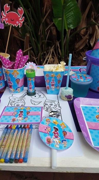 Our custom made Bubble Guppies party supplies include party hats, printed t-shirts, badges and more.