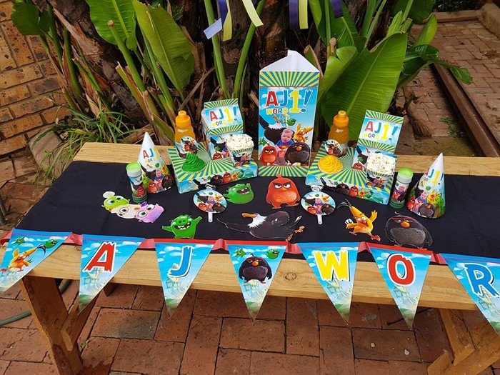 Kiddies Theme Parties hire out gazebos, picnic tables, umbrellas and photo boards for your Angry Birds party.