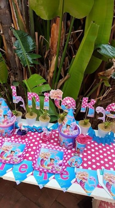 Kiddies Theme Parties offers personalized Barbie in a mermaid tale party supplies and decor for sale.
