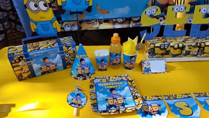 Our custom made Minions party supplies include personalised invitations, paper cups and plates, blowouts and more.