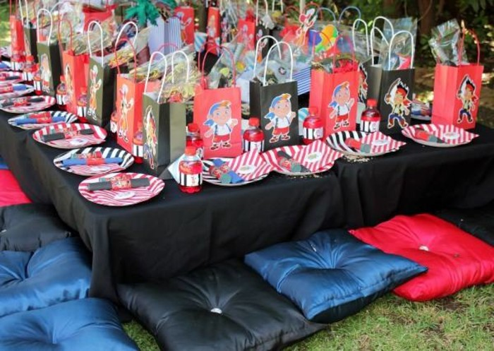 We are a Gauteng based events and party planning company specialising in custom made party supplies.