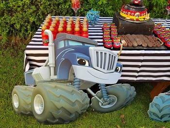 Kiddies Theme Parties offers personalized birthday party supplies and decor for sale.
