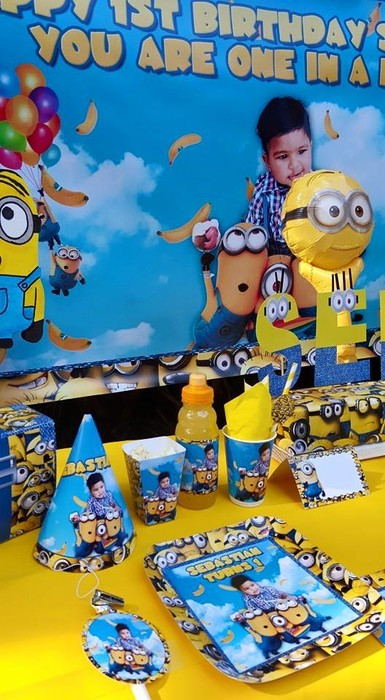 Kiddies Theme Parties hire out jumping castles for your Minions party.