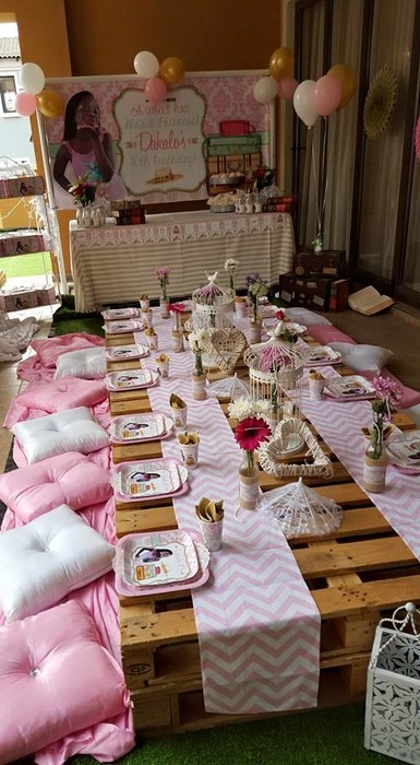 Our custom made Vintage Picnic party supplies include personalised pvc banners, party packs, movie boxes and more.