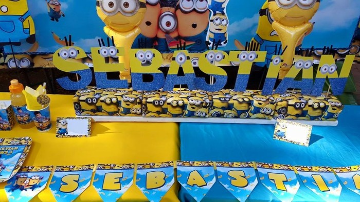 Personalized Minions party supplies and Minions birthday decor for sale.