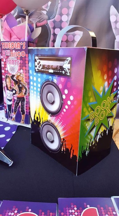 We make Disco party supplies for boys and girls and deliver.