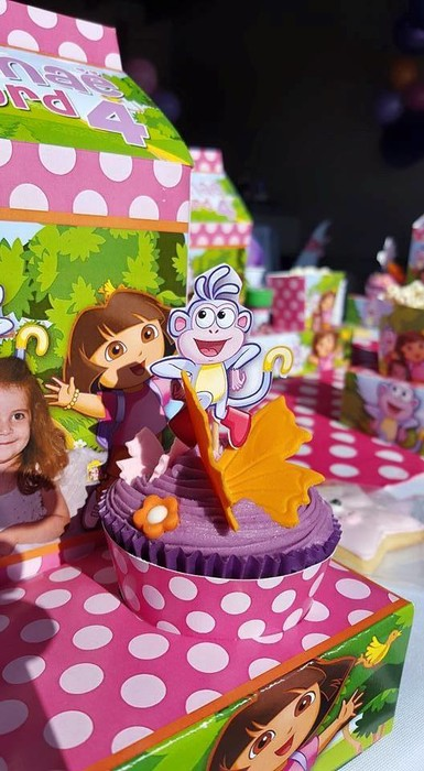 Kiddies Theme Parties offers personalized Dora the Explorer party supplies and decor for sale.
