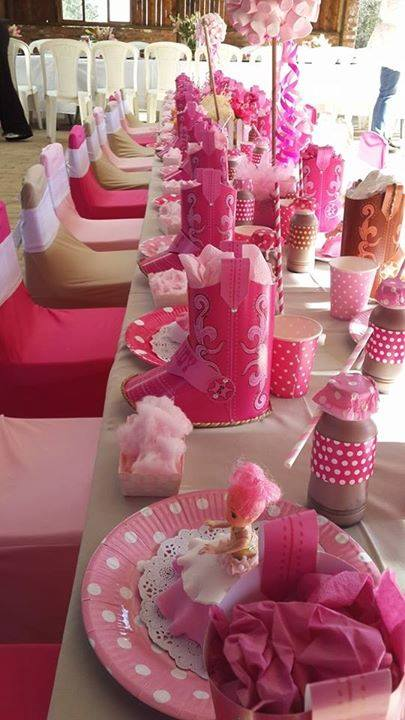 Barbie & her Sisters in a Pony Tale party decor